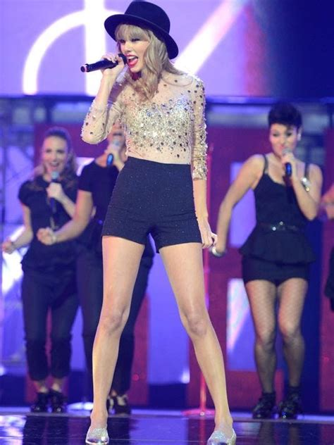 Taylor Swift sees 'Red' all over