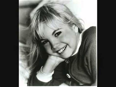 Heather O'Rourke - Walking In The Air - YouTube