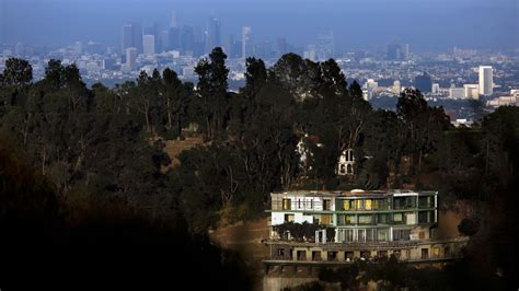 City Hall should make an example of the scofflaw Bel-Air
